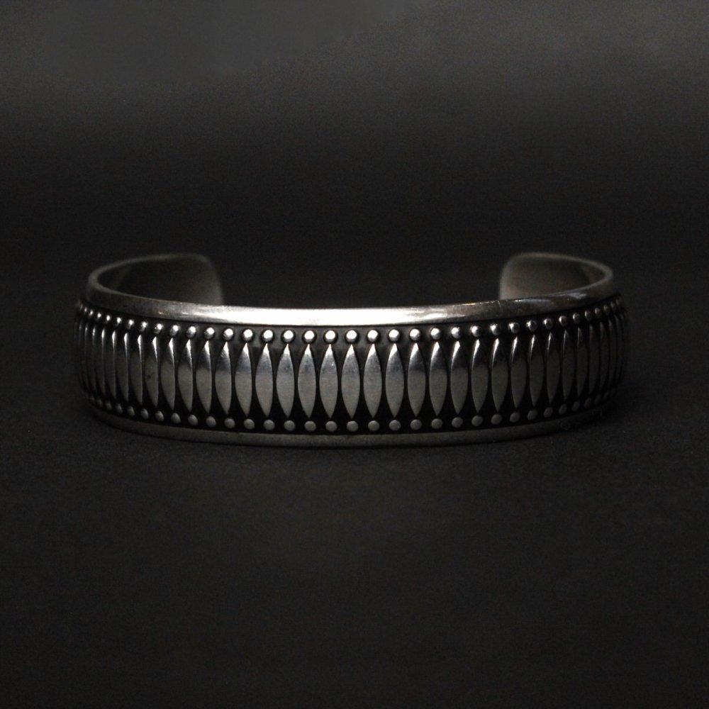 古着 通販 ナバホ ヴィンテージ バングル【B WEBB - STERLING】Coin Silver Wide Design