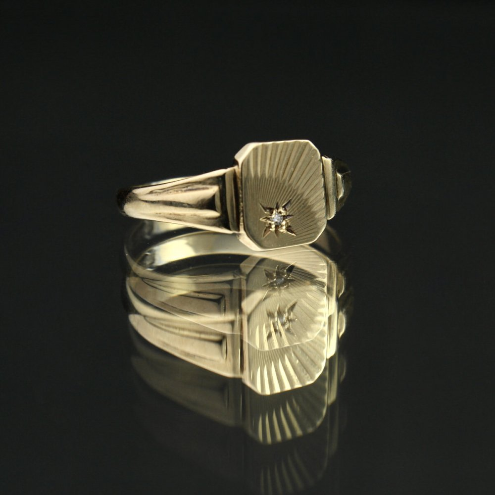 古着 通販 ヴィンテージ シグネット リング【Made in ENGLAND 1947's-】【375 9ct Gold】Sun Ray Square Top × Diamonds