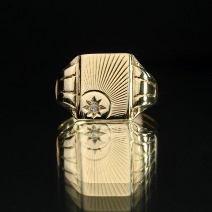 古着 通販 ヴィンテージ シグネット リング【Made in ENGLAND 1954's-】【375 9ct Gold】Sun Ray Square Top × Diamonds