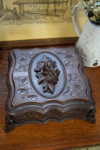 ローズモチーフのジュエリーケース(木製)1800's