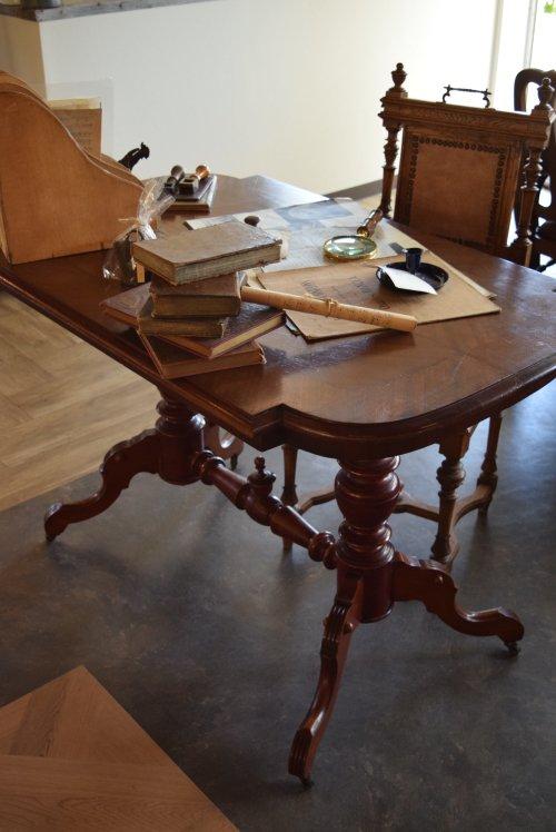 脚部の装飾やパーケットの天板模様の美しい 1900's ライティングデスク,2人掛けテーブル