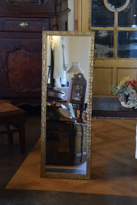 小ぶりな姿見鏡 ゴールドフレーム壁掛けミラー(送料込み)