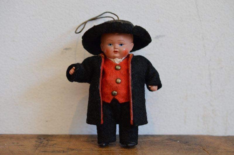 セルロイド製ドイツ民族衣装の男の子