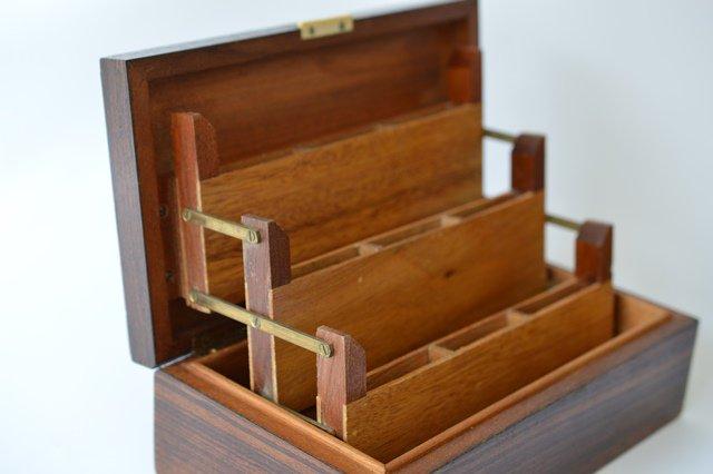 小物やカードを入れる木箱