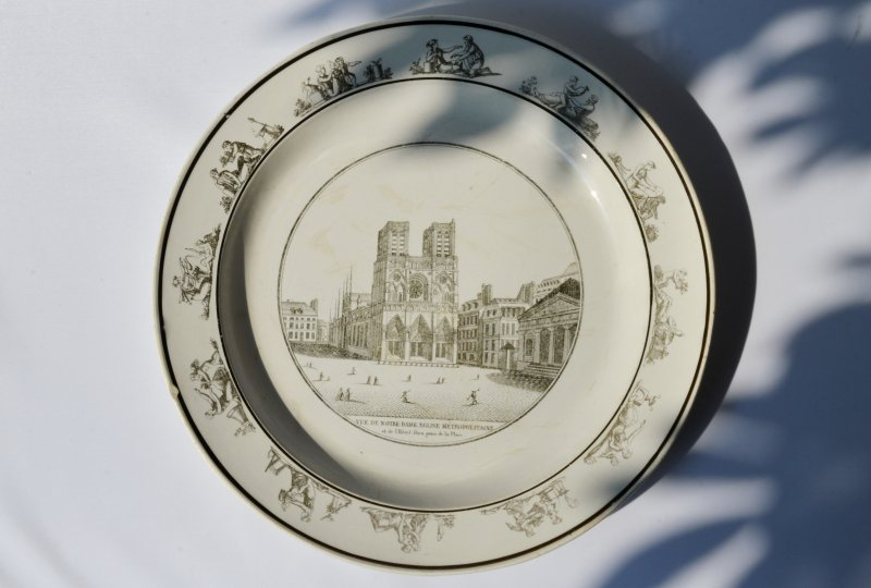 Creil Grisaille Plate Notre-Dame と12絵柄のカバー