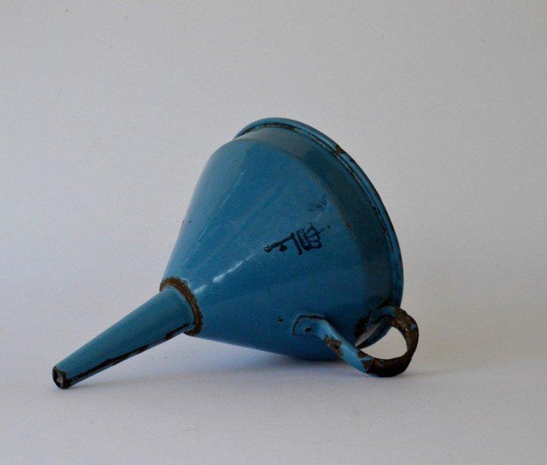 琺瑯製青い漏斗