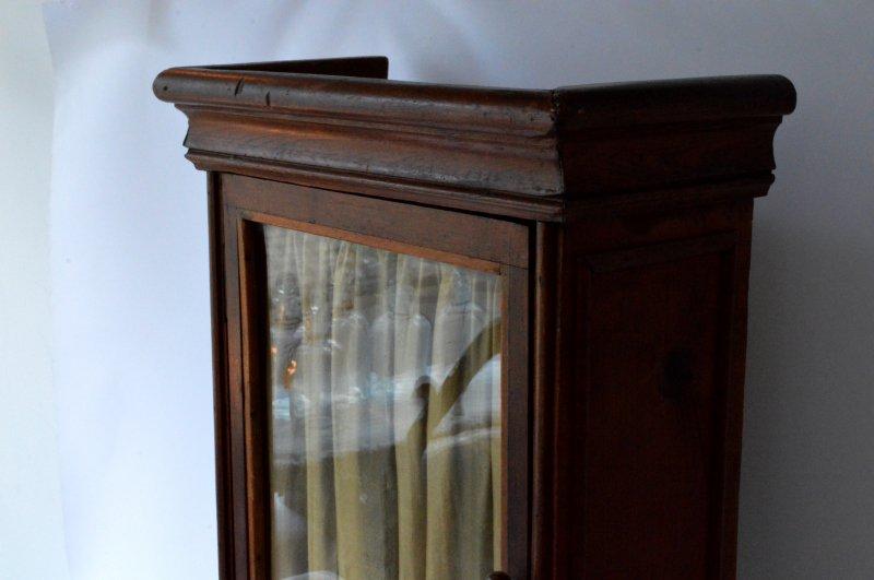 木製ガラス扉付き収納棚