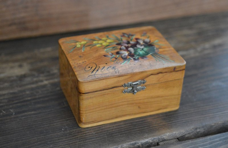 Mauchline木箱裁縫箱 ミモザとスミレの絵柄