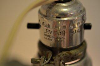 アルミ製大型クリップランプ LEVITON