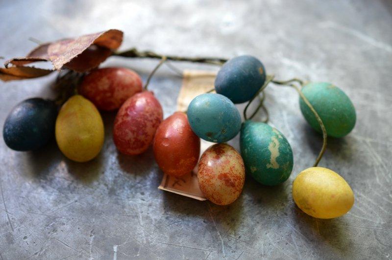 セルロイドの多色の大きな木の実のオブジェ