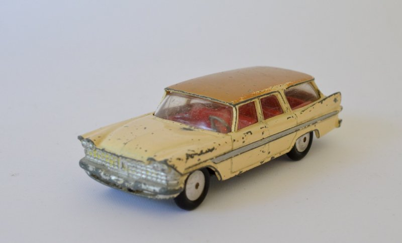 CORGI TOYS PLYMOUTH SPORTS SUBURBAN NO.219