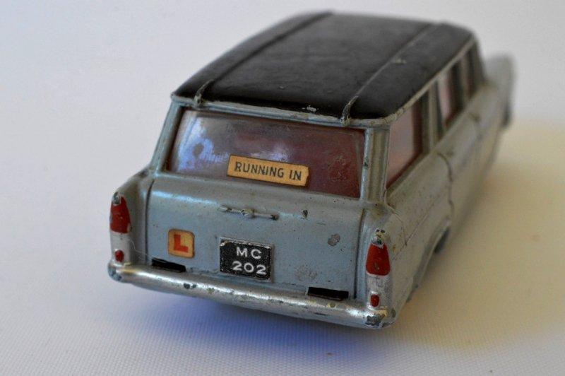 DINKY TOYS FIAT1800 FAMILIALE  NO.548