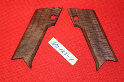 ★CAROMキャロム MKKマルシン南部14年式ガス銃 用グリップ NO,123−1