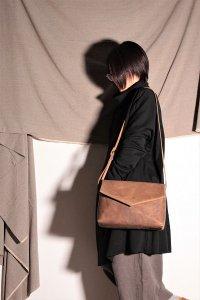 ohta brown letter bag/手紙鞄 モカ ユニセックス