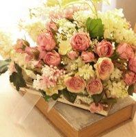 インテリアにライラックとバラの花束