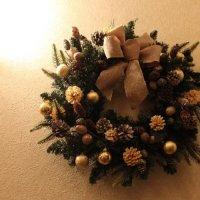 上品に派手!木の実の大人のクリスマスリース