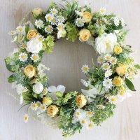即日発送可 カモミールと黄色いバラのフラワーリース【高級造花アーティフィシャルフラワー】