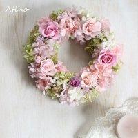 大切な方に贈るカーネーションとバラのプリザーブドのフラワーリース(ピンク系)
