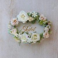白いバラの高級造花で飾るトールペイントのドアプレート
