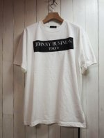 <img class='new_mark_img1' src='//img.shop-pro.jp/img/new/icons41.gif' style='border:none;display:inline;margin:0px;padding:0px;width:auto;' />【JOHNNY BUSINESS】Box Logo T-SHIRT(WHITE)