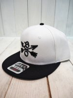<img class='new_mark_img1' src='//img.shop-pro.jp/img/new/icons14.gif' style='border:none;display:inline;margin:0px;padding:0px;width:auto;' />【Burnout】CROSSED ARROWS CAP / 3D Embroidery(WHITE×BLACK)