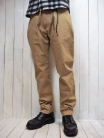 <img class='new_mark_img1' src='https://img.shop-pro.jp/img/new/icons14.gif' style='border:none;display:inline;margin:0px;padding:0px;width:auto;' />【STRUM】STRETCH TWILL TAPERED PANTS(BEIGE)