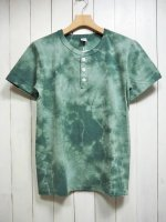 <img class='new_mark_img1' src='https://img.shop-pro.jp/img/new/icons14.gif' style='border:none;display:inline;margin:0px;padding:0px;width:auto;' />【VELVA SHEEN】TIE-DYE S/S HENRY TEE(GREEN)