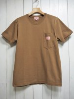 <img class='new_mark_img1' src='https://img.shop-pro.jp/img/new/icons14.gif' style='border:none;display:inline;margin:0px;padding:0px;width:auto;' />【BIG MIKE】SUNGLASSES POCKET TEE(CAMEL)