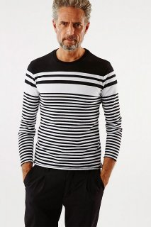 1PIU1UGUALE3(ウノピュウノウグァーレトレ)マルチボーダーロングティーシャツ ブラック×ホワイト