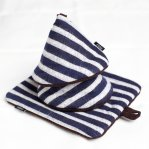 NESS/ ikat kitchen mat&mitten set ・navy stripe*choco<img class='new_mark_img2' src='//img.shop-pro.jp/img/new/icons6.gif' style='border:none;display:inline;margin:0px;padding:0px;width:auto;' />