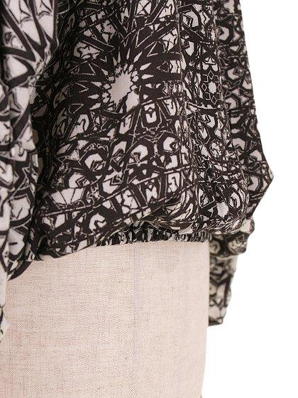 LOVESTITCHのGabrielaBlouse/海外ファッションが好きな大人カジュアルのためのLOVESTITCH(ラブステッチ)のトップスやカットソー。カジュアルに着こなせる総柄のトップス。レーヨンのテロテロ素材に花柄を幾何学模様で表現したようなプリントデザイン。/main-10