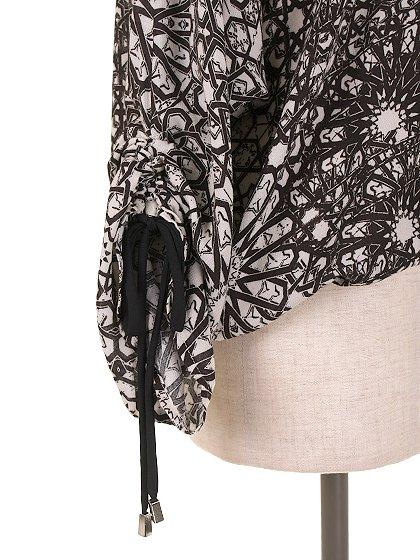 LOVESTITCHのGabrielaBlouse/海外ファッションが好きな大人カジュアルのためのLOVESTITCH(ラブステッチ)のトップスやカットソー。カジュアルに着こなせる総柄のトップス。レーヨンのテロテロ素材に花柄を幾何学模様で表現したようなプリントデザイン。/main-8