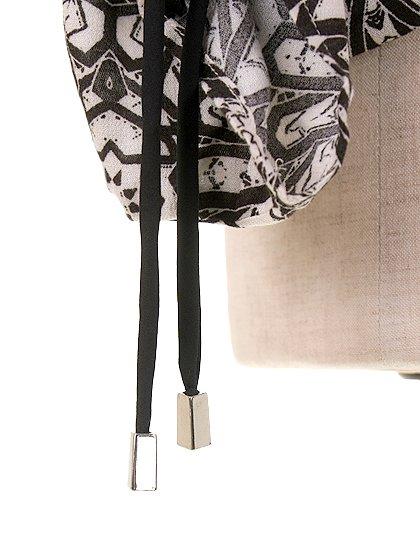 LOVESTITCHのGabrielaBlouse/海外ファッションが好きな大人カジュアルのためのLOVESTITCH(ラブステッチ)のトップスやカットソー。カジュアルに着こなせる総柄のトップス。レーヨンのテロテロ素材に花柄を幾何学模様で表現したようなプリントデザイン。/main-9