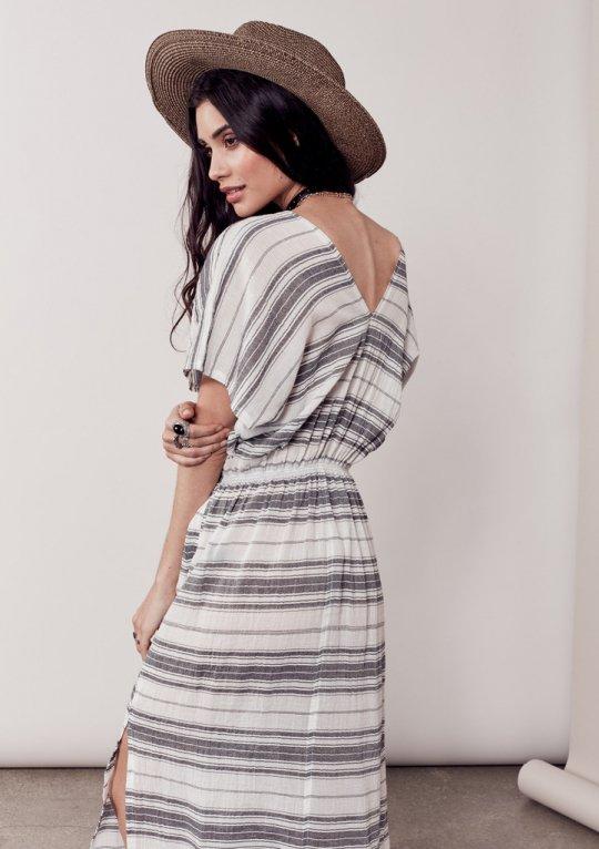 LOVESTITCHのJuliettaCaftanDress/海外ファッションが好きな大人カジュアルのためのLOVESTITCH(ラブステッチ)のワンピースやマキシワンピース。サラッとした肌触りのボーダーマキシ。涼しげな質感と透け感があります。/main-17