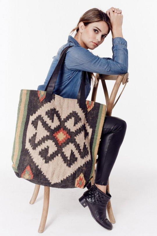 LOVESTITCHのOliveTote/海外ファッションが好きな大人カジュアルのためのLOVESTITCH(ラブステッチ)のバッグやトートバッグ。大胆なネイティブ柄の大型トートバッグ。説明不要の可愛さです・・・。/main-12