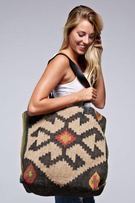 LOVESTITCHのOliveTote/海外ファッションが好きな大人カジュアルのためのLOVESTITCH(ラブステッチ)のバッグやトートバッグ。大胆なネイティブ柄の大型トートバッグ。説明不要の可愛さです・・・。/main-13