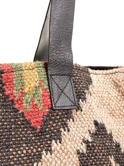 LOVESTITCHのOliveTote/海外ファッションが好きな大人カジュアルのためのLOVESTITCH(ラブステッチ)のバッグやトートバッグ。大胆なネイティブ柄の大型トートバッグ。説明不要の可愛さです・・・。/main-6