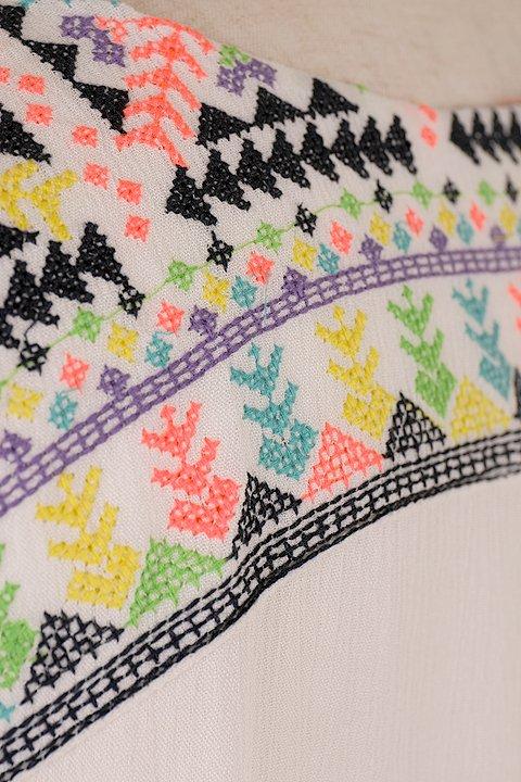 LOVESTITCHのDelaDressカラフル刺繍・ミニワンピース/海外ファッションが好きな大人カジュアルのためのLOVESTITCH(ラブステッチ)のワンピースやミニワンピース。発色の良い刺繍がポイントのミニワンピース。ネイティブ柄をポップにアレンジしたボヘミアンなアイテムです。/main-10