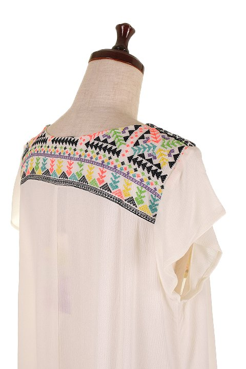 LOVESTITCHのDelaDressカラフル刺繍・ミニワンピース/海外ファッションが好きな大人カジュアルのためのLOVESTITCH(ラブステッチ)のワンピースやミニワンピース。発色の良い刺繍がポイントのミニワンピース。ネイティブ柄をポップにアレンジしたボヘミアンなアイテムです。/main-11