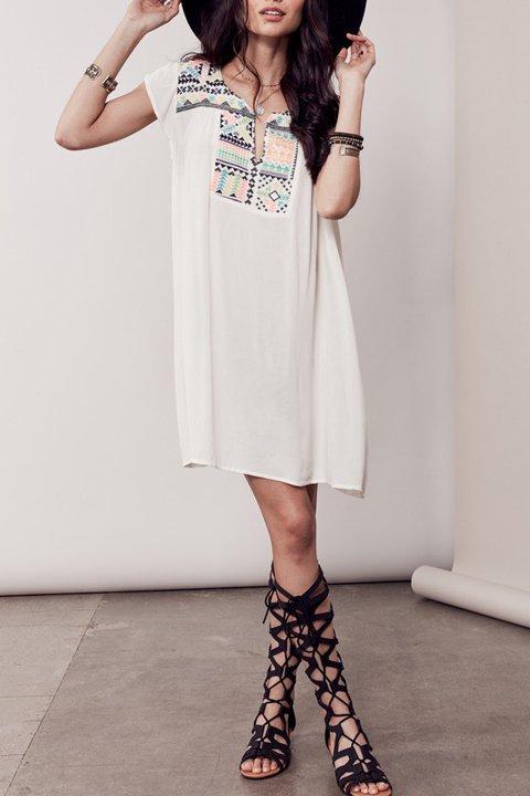 LOVESTITCHのDelaDressカラフル刺繍・ミニワンピース/海外ファッションが好きな大人カジュアルのためのLOVESTITCH(ラブステッチ)のワンピースやミニワンピース。発色の良い刺繍がポイントのミニワンピース。ネイティブ柄をポップにアレンジしたボヘミアンなアイテムです。/main-15