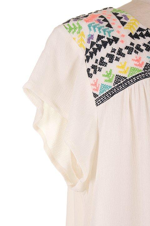 LOVESTITCHのDelaDressカラフル刺繍・ミニワンピース/海外ファッションが好きな大人カジュアルのためのLOVESTITCH(ラブステッチ)のワンピースやミニワンピース。発色の良い刺繍がポイントのミニワンピース。ネイティブ柄をポップにアレンジしたボヘミアンなアイテムです。/main-5