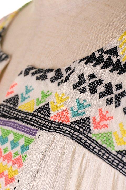LOVESTITCHのDelaDressカラフル刺繍・ミニワンピース/海外ファッションが好きな大人カジュアルのためのLOVESTITCH(ラブステッチ)のワンピースやミニワンピース。発色の良い刺繍がポイントのミニワンピース。ネイティブ柄をポップにアレンジしたボヘミアンなアイテムです。/main-7