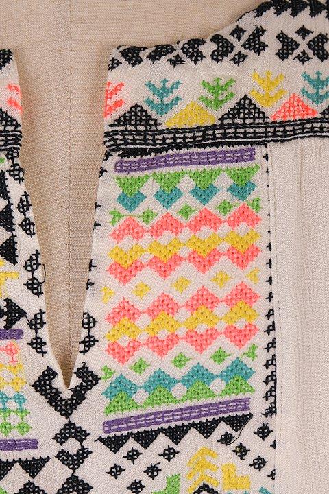 LOVESTITCHのDelaDressカラフル刺繍・ミニワンピース/海外ファッションが好きな大人カジュアルのためのLOVESTITCH(ラブステッチ)のワンピースやミニワンピース。発色の良い刺繍がポイントのミニワンピース。ネイティブ柄をポップにアレンジしたボヘミアンなアイテムです。/main-8