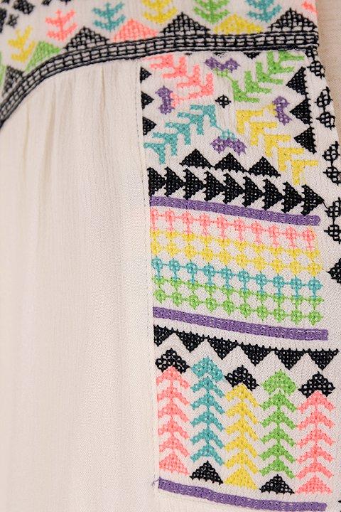 LOVESTITCHのDelaDressカラフル刺繍・ミニワンピース/海外ファッションが好きな大人カジュアルのためのLOVESTITCH(ラブステッチ)のワンピースやミニワンピース。発色の良い刺繍がポイントのミニワンピース。ネイティブ柄をポップにアレンジしたボヘミアンなアイテムです。/main-9