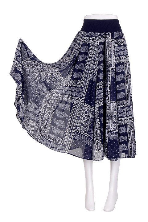 CircularSkirt(NavyPaisley)大人カジュアルに最適な海外ファッションのothers(その他インポートアイテム)のボトムやスカート。ほっそりシルエットのロングスカート。全国各地で大人気のスカートにバンダナ柄が追加されたので早速入荷しました。/main-5