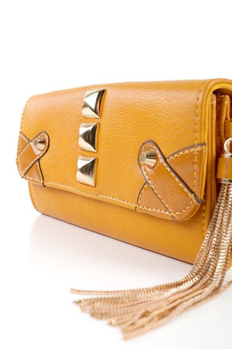 meliebiancoのBritney/海外ファッション好きにオススメのインポートバッグとかばん、MelieBianco(メリービアンコ)のバッグやクラッチバッグ。大きめのピラミッドスタッズがアクセントのお財布。スタッズはもちろんですが、サイドのメタルタッセルもかなりカワイイおすすめポイントです。/main-5