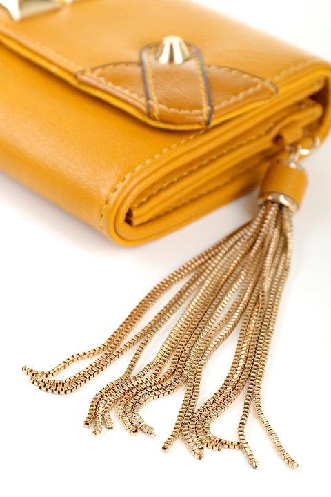 meliebiancoのBritney/海外ファッション好きにオススメのインポートバッグとかばん、MelieBianco(メリービアンコ)のバッグやクラッチバッグ。大きめのピラミッドスタッズがアクセントのお財布。スタッズはもちろんですが、サイドのメタルタッセルもかなりカワイイおすすめポイントです。/main-6
