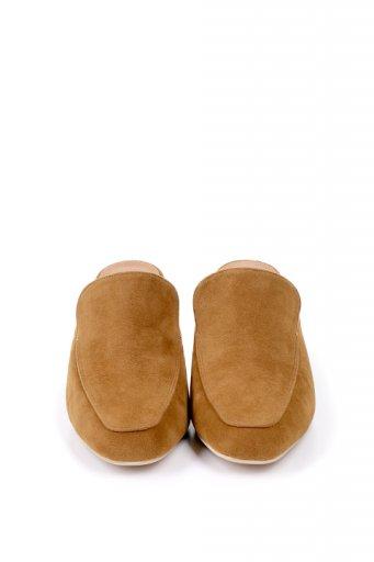 海外ファッションや大人カジュアルに最適なインポートセレクトアイテムのChunky Heel Classic Mule (Camel)