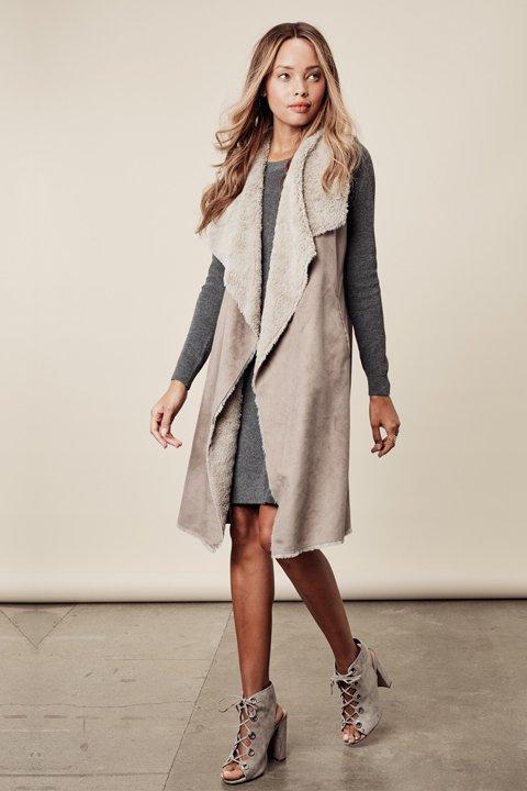 LOVESTITCHのElsaVest/海外ファッションが好きな大人カジュアルのためのLOVESTITCH(ラブステッチ)のアウターやカーディガン。しっとりとしたムートン地のドレープ・ジレ。表側は高級感のあるヌバック調で、内側の起毛部分は頬擦りしたくなるような柔らかさです。/main-11