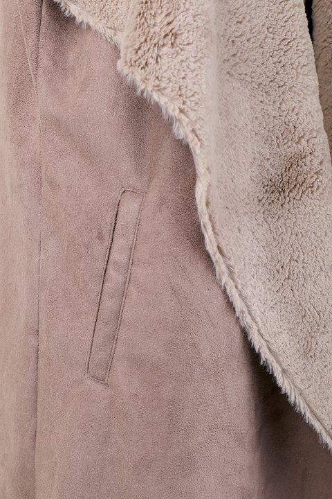 LOVESTITCHのElsaVest/海外ファッションが好きな大人カジュアルのためのLOVESTITCH(ラブステッチ)のアウターやカーディガン。しっとりとしたムートン地のドレープ・ジレ。表側は高級感のあるヌバック調で、内側の起毛部分は頬擦りしたくなるような柔らかさです。/main-8